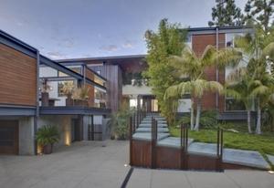 Аштън Къчър продава Холивудския си дом за 12 милиона