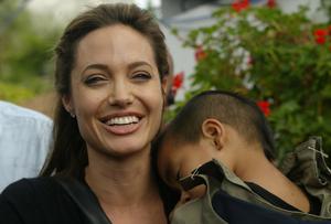 Вижте как е изглеждала Анджелина Джоли през годините