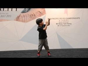 Невероятните йо-йо трикове на 6 годишно момче!