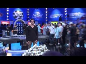 Реакцията на покер играч, който печели 15 милиона долара...