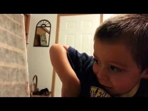 Малко дете вярва, че баща му е откраднал ухото и носа му