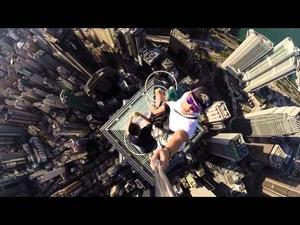 Да си направиш селфи от върха на небостъргач..