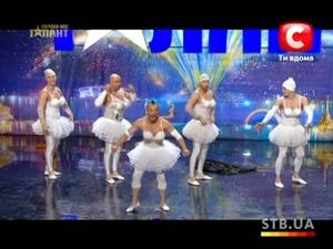 СМЯХ! Мъже, облечени като балерини танцуват страхотно!