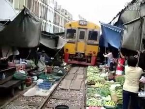 Колко близо до влакови релси можете да си направите пазарище?