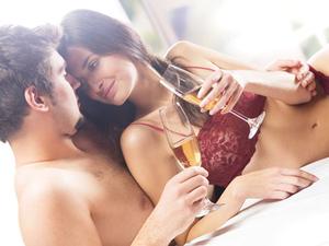 10 причини да ходите с момиче, което пие уиски