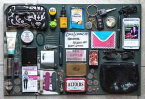 Какво носят жените в чантите си?