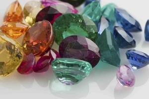 Открийте своя скъпоценен камък според месеца на раждането си!