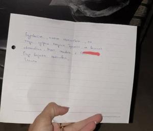 Софиянка откри надран автомобила си, а тази бележка я остави без думи (СНИМКА)